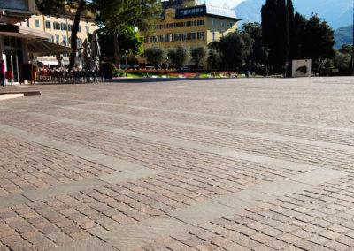 Pavé en porphyre tête carré Riva Del Garda