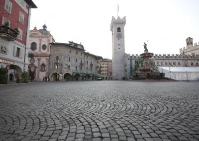 Cubetti in porfido ad archi contrastanti - Piazza Duomo  Trento