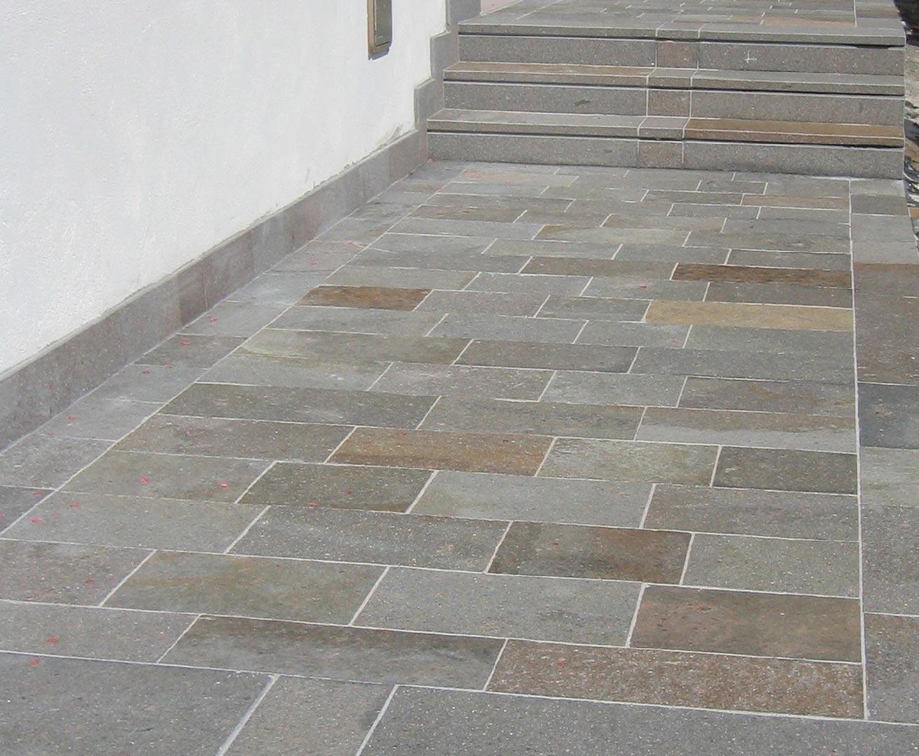 Gradini e copertine in porfido per scale e davanzali for Disegni unici del pavimento