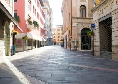 Porphyr Fliesen Kanten gesaegt - Trento Italien