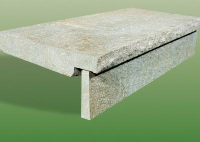Dettaglio gradino e copertina in porfido piano cava