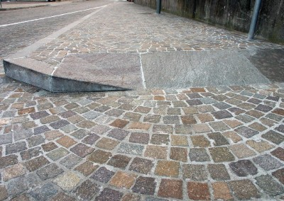 Porphyry plinth with double slope
