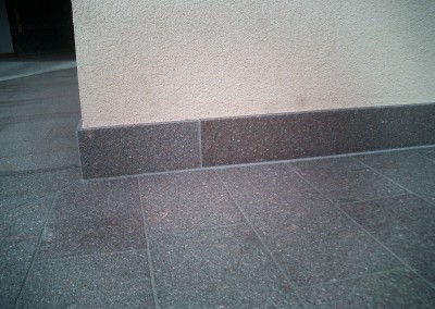 Porphyry skirting board flamed surface