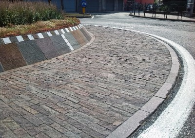 Roundabout in coarse tiles