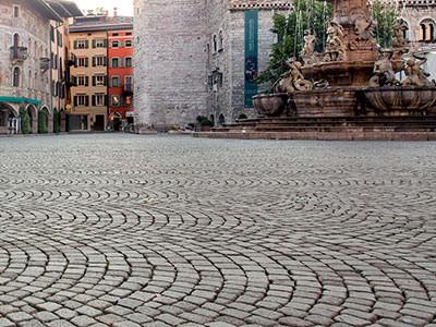 Площадь Италия