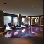 Bordo piscina con porfido fiammato
