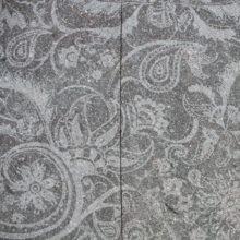 Realizzazione della texture Rapsodia su porfido con superficie naturale di cava