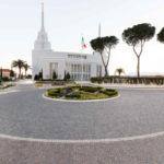 Mormonischer Tempel von Rom, dessen Außenseiten in Porphyr aus dem Trentino gepflastert sind