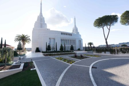 The mormon Temple in Rome - view of external flooring with porphyry cubes laid in parallel rows and overlapping arcs